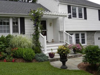 Gorgeous Front Yard Landscaping Remodel Ideas 14