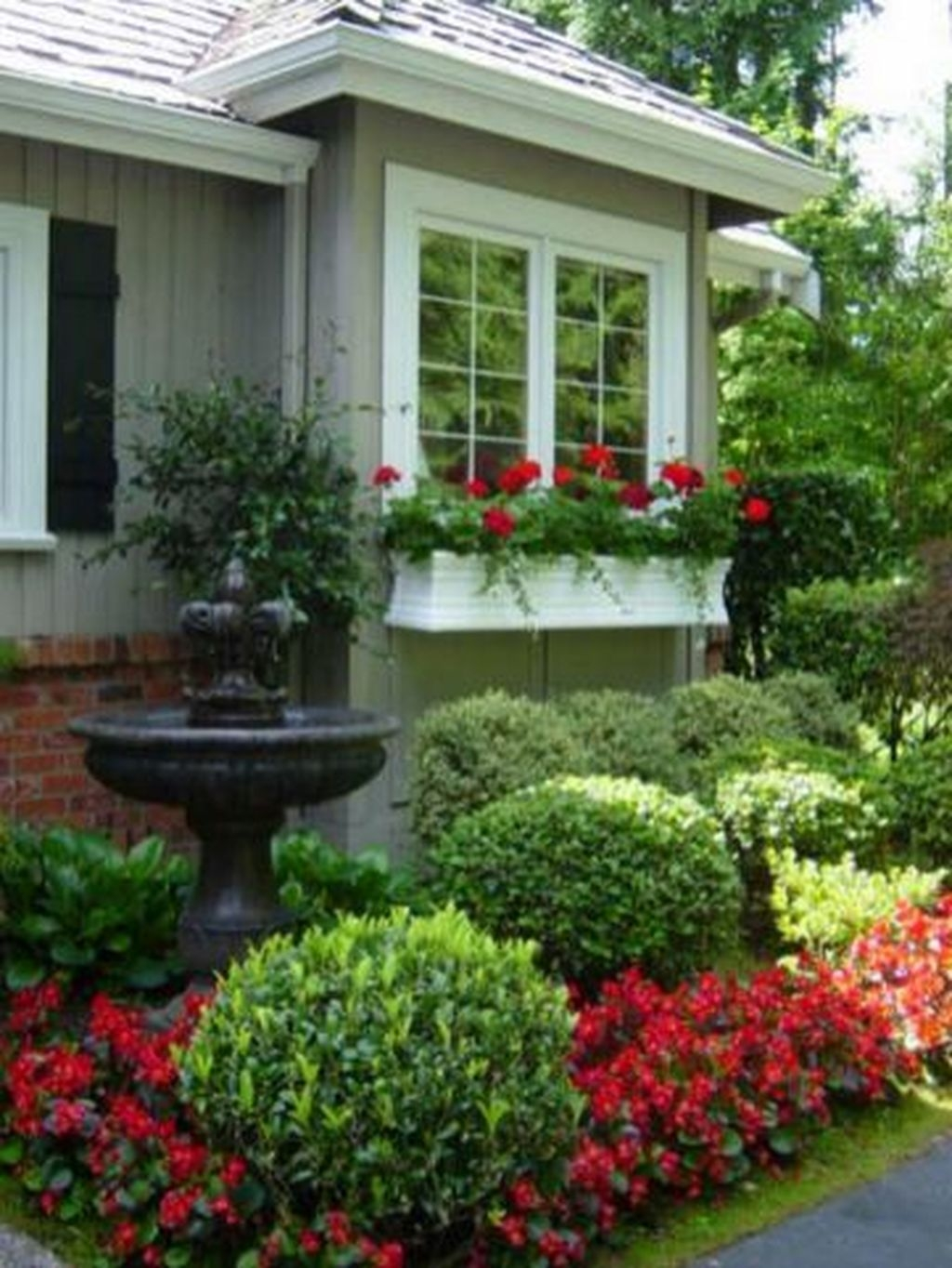 Gorgeous Front Yard Landscaping Remodel Ideas 46