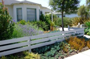 Totally Inspiring Front Yard Fence Remodel Ideas 48