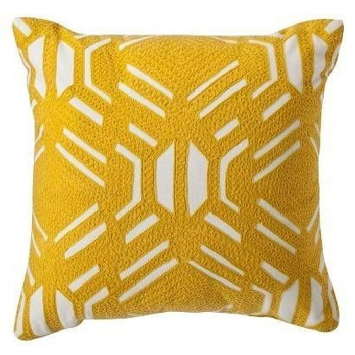 Adorable Decorative Accent Pillows Ideas For Living Room 12