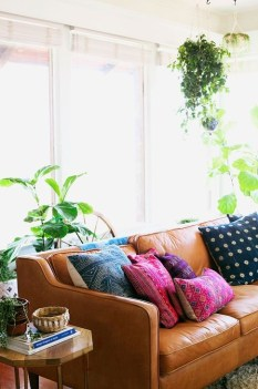 Beautiful Leather Couch Decorating Ideas For Living Room38
