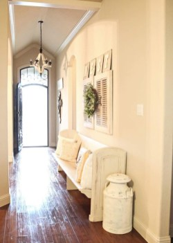 Stunning Farmhouse Entryway Decoration Ideas 16