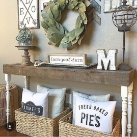 Stunning Farmhouse Entryway Decoration Ideas 22