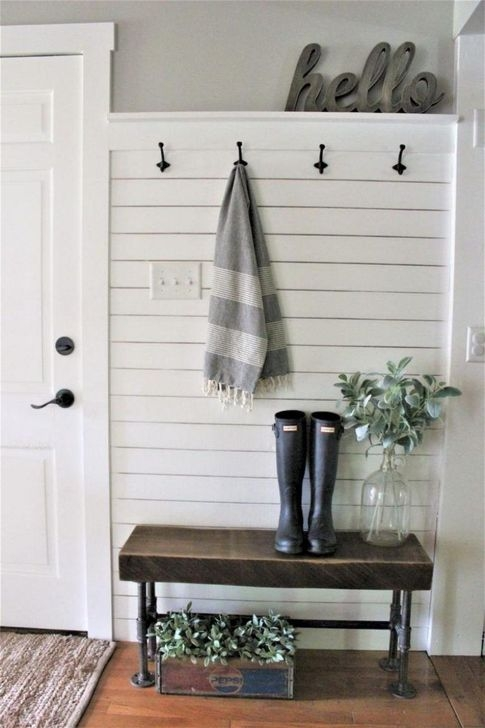 Stunning Farmhouse Entryway Decoration Ideas 38