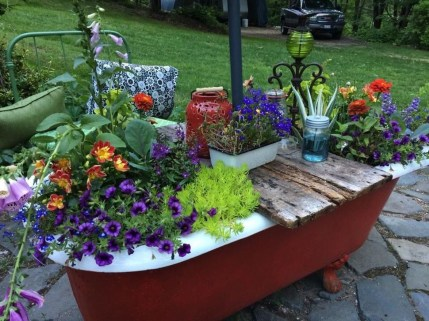 Totally Inspiring Garden Tub Decorating Ideas 09