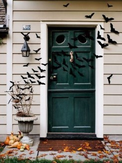 Amazing Halloween Black Decor Ideas To Scary Party Ever 16