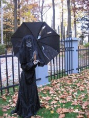 Amazing Halloween Black Decor Ideas To Scary Party Ever 22