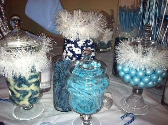 Charming Winter Themed Baby Shower Decoration Ideas19