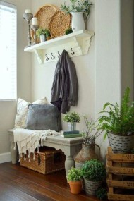 Creative Farmhouse Entryway Decorating Ideas02