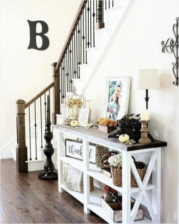 Creative Farmhouse Entryway Decorating Ideas06