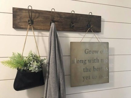 Creative Farmhouse Entryway Decorating Ideas17