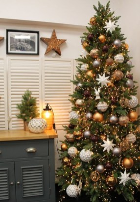 Incredible Farmhouse Christmas Decor And Design Ideas On A Budget24