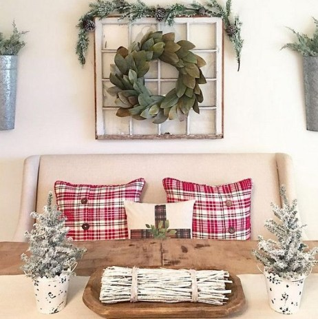 Incredible Farmhouse Christmas Decor And Design Ideas On A Budget43