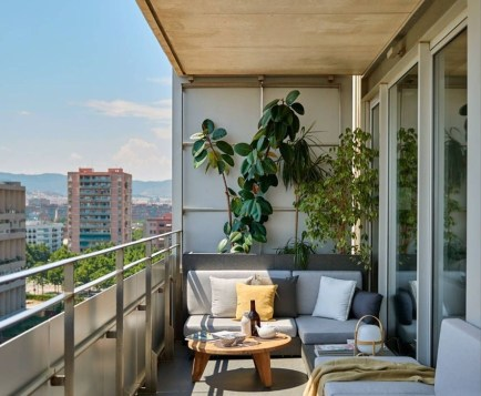 Unique Apartment Balcony Design And Decor Ideas28