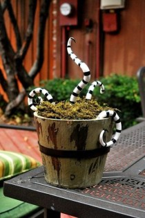 Unique Crafty Diy Outdoor Halloween Decorating Ideas22