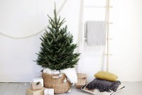 Amazing Christmas Decorating Ideas For Small Spaces08