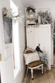 Amazing Christmas Decorating Ideas For Small Spaces13