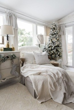 Amazing Christmas Decorating Ideas For Small Spaces14