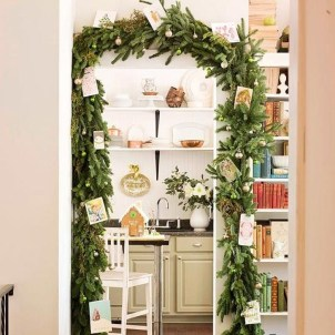 Amazing Christmas Decorating Ideas For Small Spaces30