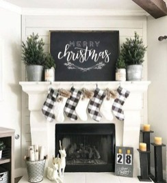 Amazing Christmas Decorating Ideas For Small Spaces40