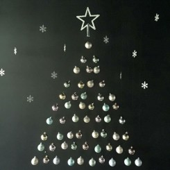 Amazing Christmas Decorating Ideas For Small Spaces41