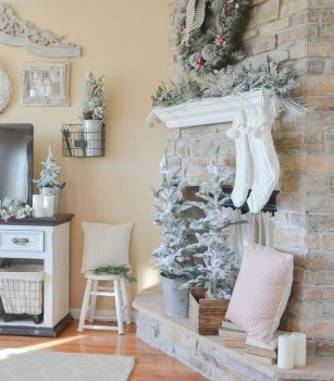 Comfy Christmas Living Room Decor Ideas16