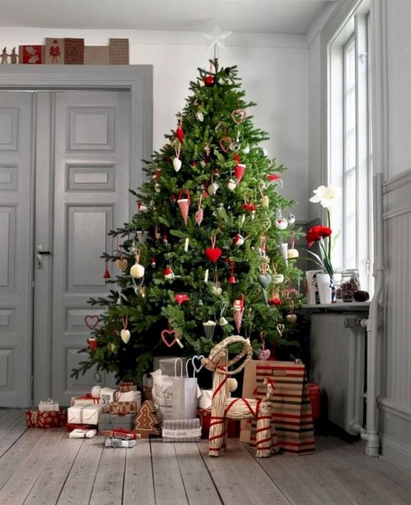 Extraordinary Scandinavian Christmas Decor Ideas46