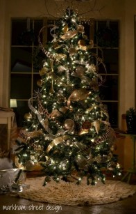 Fascinating Christmas Tree Decoration Ideas23