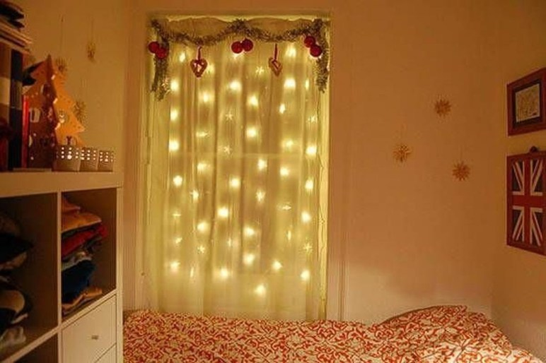 Magnificient Christmas Lighting Bedroom Ideas14