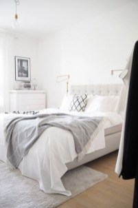 Stunning White Black Bedroom Decoration Ideas For Romantic Couples10