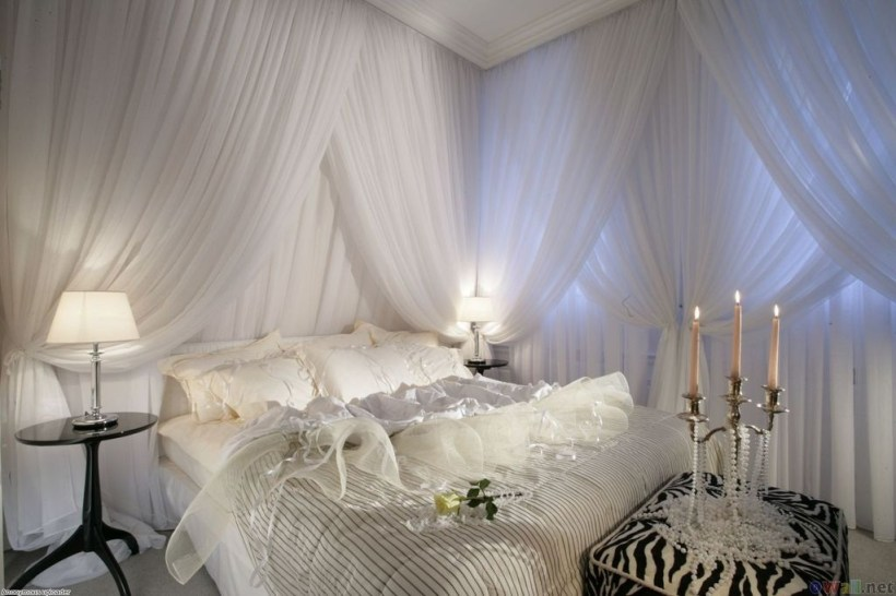 Stunning White Black Bedroom Decoration Ideas For Romantic Couples41