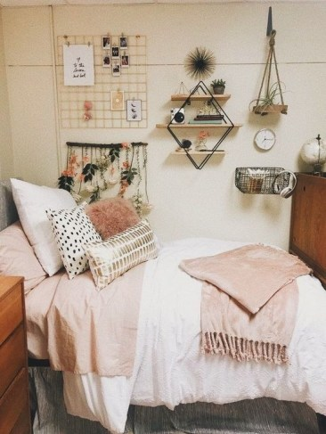 Lovely Dorm Room Organization Ideas On A Budget09