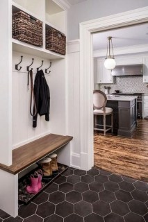 Awesome Rustic Mudroom Bench Decorating Ideas On A Budget14