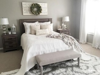 Comfy Urban Farmhouse Master Bedroom Design Ideas43