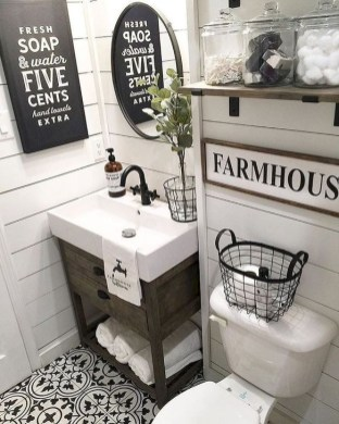Cute Farmhouse Bathroom Remodel Ideas On A Budget34
