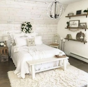Inspiring Farmhouse Style Master Bedroom Decoration Ideas25