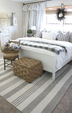 Inspiring Farmhouse Style Master Bedroom Decoration Ideas30