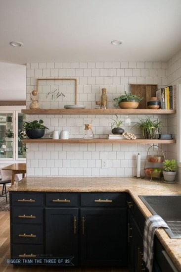 Magnficient Small Kitchens Ideas With Dark Cabinets45