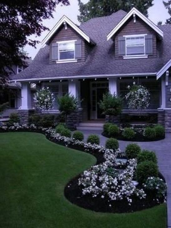 Relaxing Front Sidewalk Landscaping Ideas43