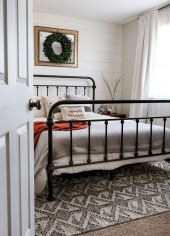Awesome Bedroom Decor Ideas With Farmhouse Style 18