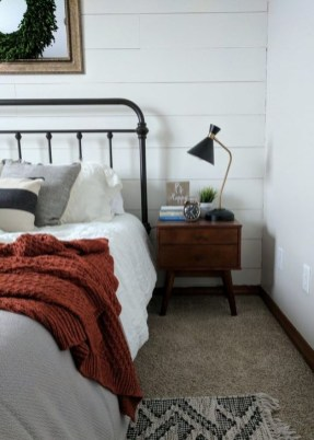 Awesome Bedroom Decor Ideas With Farmhouse Style 20