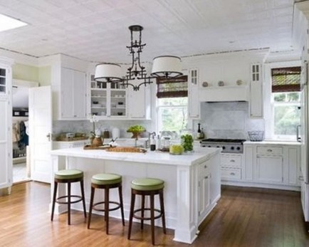Lovely White Backsplash Design And Decor Ideas For Kitchen 07