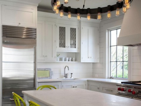 Lovely White Backsplash Design And Decor Ideas For Kitchen 13