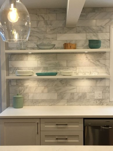 Lovely White Backsplash Design And Decor Ideas For Kitchen 17
