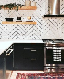 Lovely White Backsplash Design And Decor Ideas For Kitchen 25