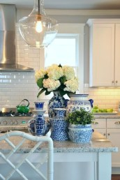 Lovely White Backsplash Design And Decor Ideas For Kitchen 32