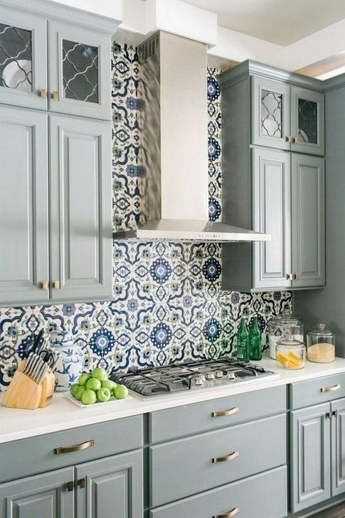 Lovely White Backsplash Design And Decor Ideas For Kitchen 41