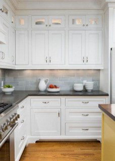 Lovely White Backsplash Design And Decor Ideas For Kitchen 43