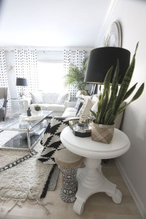 Relaxing Black And White Decor Ideas For Your Room 30