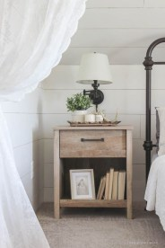 Newest Bedroom Furniture Ideas To Get The Farmhouse Vibe 21